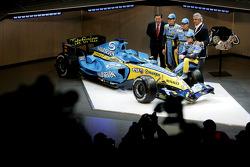 Patrick Faure, Giancarlo Fisichella, Heikki Kovalainen, Flavio Briatore and Fernando Alonso with the new Renault R26