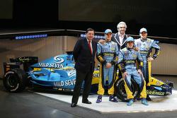 Patrick Faure, Heikki Kovalainen, Flavio Briatore, Fernando Alonso and Giancarlo Fisichella