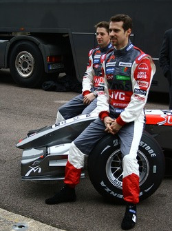 Tiago Monteiro and Christijan Albers with the new MF1 Racing M16