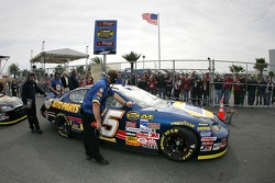 Fans cheer as Michael Waltrip heads to track