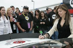 Dale Earnhardt Foundation joins 'One' campaign: Teresa Earnhardt signs the 'One' car