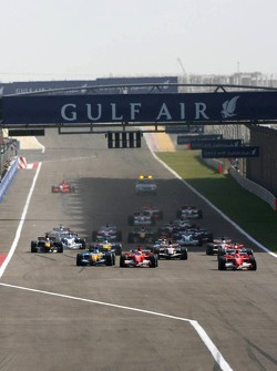 Start: Michael Schumacher, Felipe Massa and Fernando Alonso battle for the lead