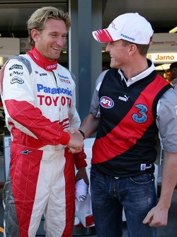 Ralf Schumacher with football player James Hird