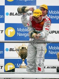 Podium: champagne for Tom Kristensen and Heinz-Harald Frentzen