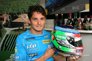 Giancarlo Fisichella presents his new helmet