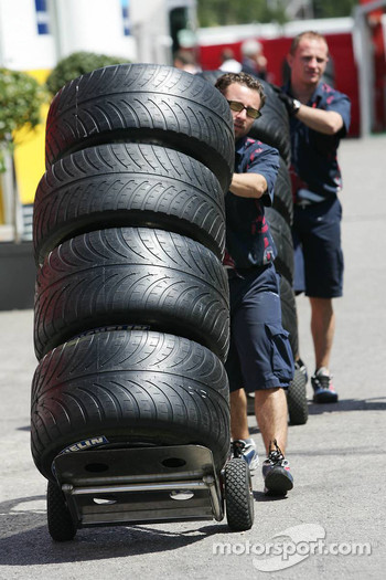 Toro Rosso mechanics with Michelin tires
