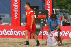 Vodafone Ferrari Beach Soccer Challenge: Michael Schumacher responds to an injured player