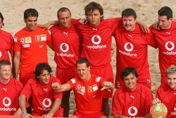 Vodafone Ferrari Beach Soccer Challenge: Michael Schumacher with his team