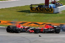Christijan Albers and Tiago Monteiro crash