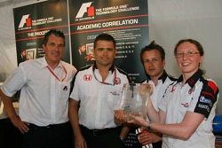 F1 in schools students vs F1 teams challenge: Gil de Ferran with the winning designers from the Honda team