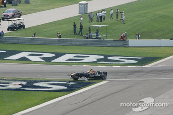 Crash at first corner: Christian Klien