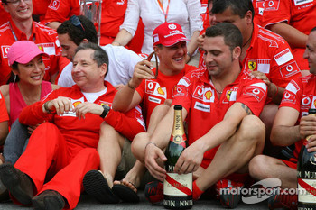 Victory celebration at Ferrari: Michael Schumacher celebrates with Jean Todt and the team