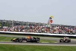 David Coulthard leads Vitantonio Liuzzi