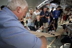 Red Bull chilled Thursday: Charlie Whiting and the Pinewood-Derby