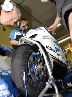 Detail of Makoto Tamada's bike