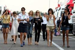 Lena Issa, Maria Sinowzik, a Red Bull Racing crew member, Sophie Gassmann, Jenny Vilsmeier, Maja Dejanovic and Enyerlina Sanches