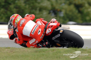 Loris Capirossi tests the new 800cc Ducati Desmosedici