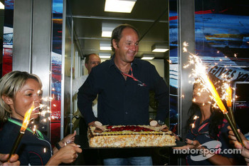 Gerhard Berger celebrates his birthday with his team