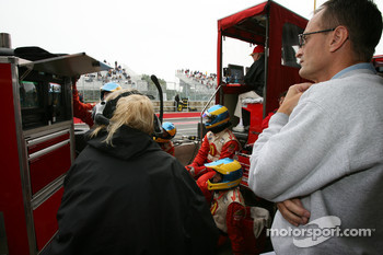Patrick Bourdais watches the race of his son Sébastien with Newman Haas Racing crew members