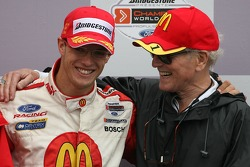 Podium: race winner Sébastien Bourdais with Paul Newman
