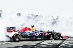 David Coulthard, Red Bull Racing performs during the Red Bull Showrun at Necklace Road in Hyderabad, India