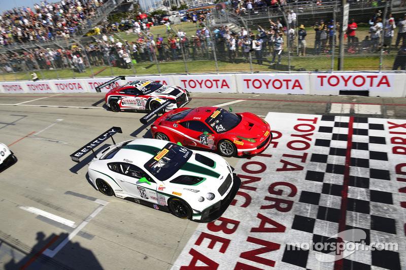 #16 Team Bentley Dyson Racing Bentley Continental GT3: Chris Dyson en #64 Scuderia Corsa Ferrari 458 GT3 Italia: Duncan Ende