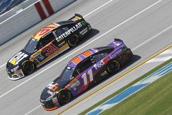 Ryan Newman, Richard Childress Racing Chevrolet and Denny Hamlin, Joe Gibbs Racing Toyota