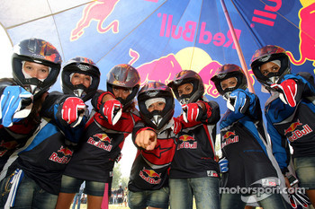 Scuderia Toro Rosso Apecar race: the Formula Unas girls
