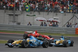Fernando Alonso leads Giancarlo Fisichella and Michael Schumacher