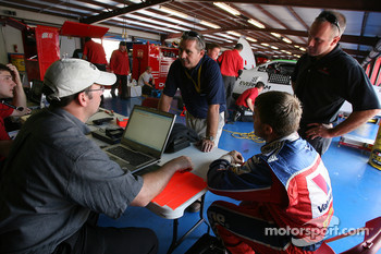 Scott Riggs discusses with Evernham engineers