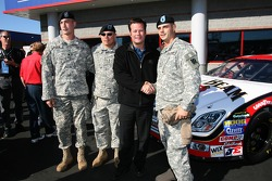 Robby Gordon Motorsports press conference: Robby Gordon with members of the armed forces