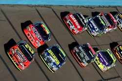Kevin Harvick leads Greg Biffle and Jeff Gordon