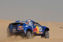 Volkswagen Motorsport test in Dubai: Ari Vartanen and Fabrizia Pons