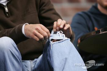 Elliott Sadler talks about his ripped jeans