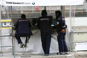 BMW-Sauber F1 Team pitwall