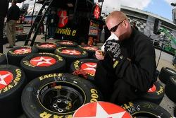 A Texavo-Havoline Dodge crew member prepares the wheels