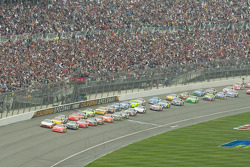Start: Jeff Gordon and Kasey Kahne lead the field