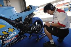 Rizla Suzuki pitbox