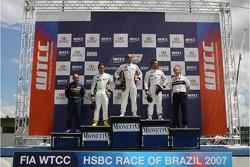 Jorg Muller, BMW Team Germany, BMW 320si WTCC, 2nd, Andy Priaulx, BMW Team UK, BMW 320si WTCC, 3rd, Augusto Farfus, BMW Team Germany, BMW 320si WTCC, Independent class winner, Pierre-Yves Corthals, SEAT Belgique and Monroe, SEAT Leon