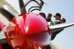 Adrian Sutil, Spyker F1 Team and Franck Montagny, Test Driver, Toyota F1 Team - Flight with the RAAF Roulettes