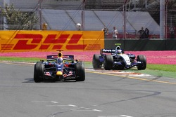 David Coulthard, Red Bull Racing, RB3 as Alexander Wurz, Williams F1 Team, FW29 goes wide
