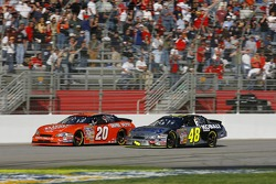 Jimmie Johnson passes Tony Stewart for the lead