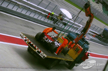 Engine failure at the car of Lewis Hamilton, McLaren Mercedes
