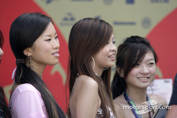 Formula Unas girls: Zhang Jia, Adelaine Quek and Esther Yeap