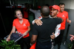 Victory celebration at McLaren: Lewis Hamilton and his father Anthony