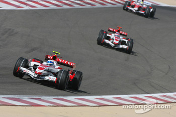 Anthony Davidson, Super Aguri F1 Team, SA07 and Takuma Sato, Super Aguri F1, SA07