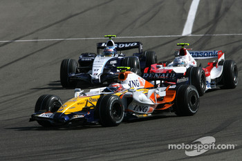 Heikki Kovalainen, Renault F1 Team, R27, Jarno Trulli, Toyota Racing, TF107, Alexander Wurz, Williams F1 Team, FW29