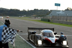 #8 Peugeot Total Peugeot 908 HDI FAP: Pedro Lamy, Stéphane Sarrazin takes the checkered flag