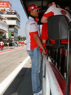 Michael Schumacher, Scuderia Ferrari, Advisor talks with Chris Dyer, Scuderia Ferrari, Track Engineer of Kimi Raikkonen on the pit wall