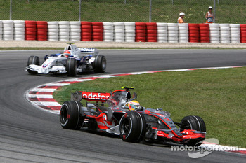 Lewis Hamilton, McLaren Mercedes, MP4-22 and Robert Kubica, BMW Sauber F1 Team, F1.07